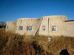 дом из земли