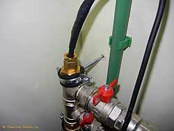 При такой проверке прибор часто показывает полную зарядку батареи,.  Стрельна Водопровод частный домby евгений...