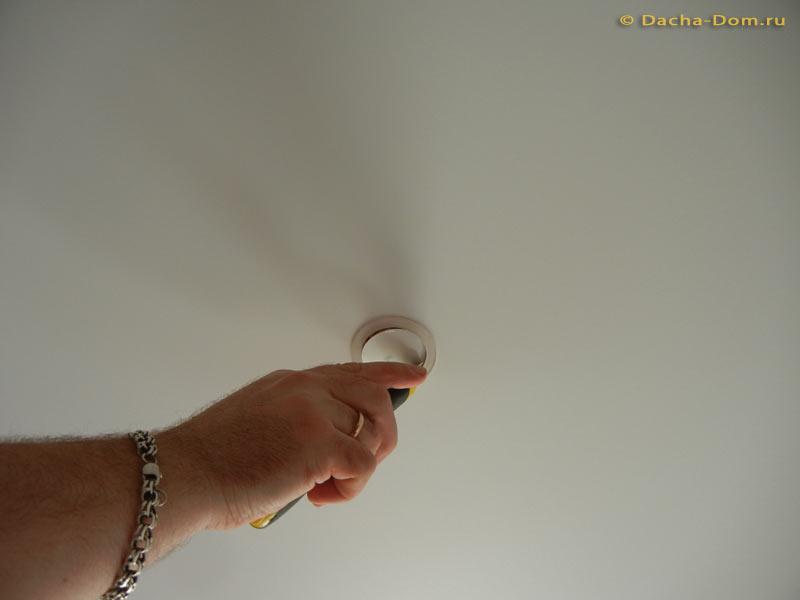 Установка люстры на натяжном потолке своими руками