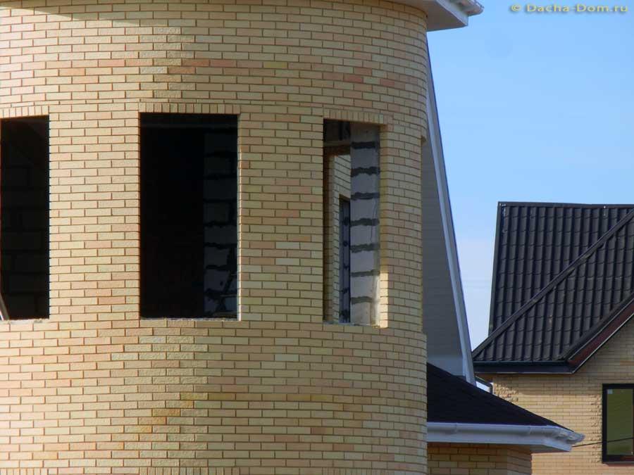 Тренд облицовки стен из газобетона кирпичом поддерживается и производителями газобетона. В Руководстве пользователя компании Аэрок (СПб, 2009