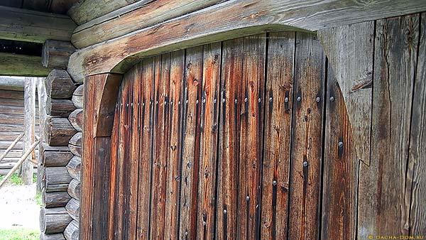 Ворота в крытый двор северной русской