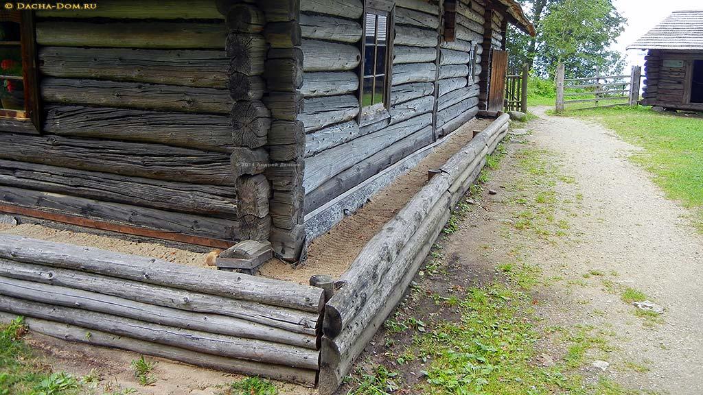 Дом с завалинкой фото