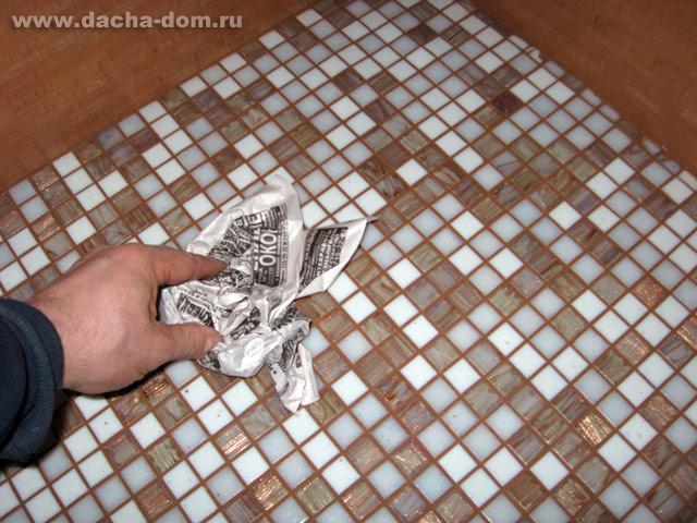 Затирка швов мозаики в ванной своими руками 34