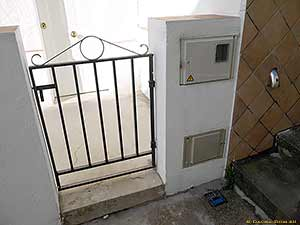 счетчик электроэнергии на воротах