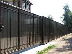 забор из поликарбоната для дачи